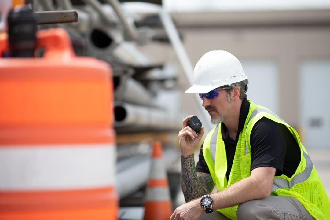 Veiligheidsvoordelen van portofoons met een man down functie en lone worker functie